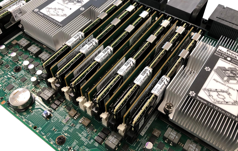 Модули DCPMM Intel Optane, установленные в системной плате